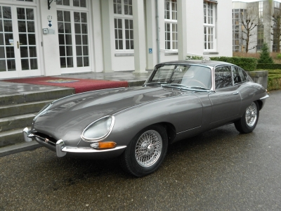 1962-jaguar-e-type-xke-opalescent-gunmetal-grey-black-3-8-metal-dash-automobile.JPG