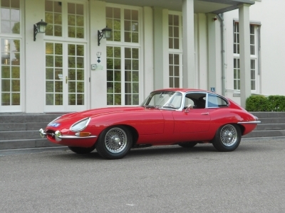 1964-jaguar-e-type-xke-fhc-coupe-3-8-series-1-red-black-belgium-belgie-driving.jpg
