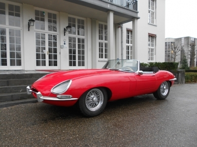 1966-jaguar-e-type-xke-ots-roadster-cabrio-convertible-red-black-4-2-series-1-lhd-1961.JPG