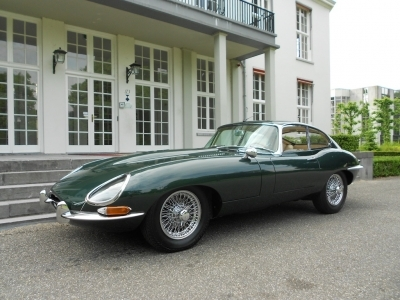 1967-jaguar-e-type-4-2-series-1-fhc-lhd-opalescent-dark-green-beige-cars.JPG