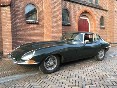 1967-jaguar-e-type-xke-fhc-4.2-series-1-opalescent-dark-green-beige-black-lhd-coupe-01.jpg