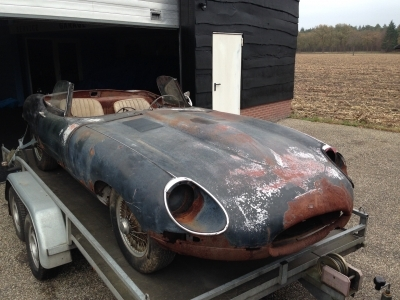 1968-jaguar-e-type-ots-4-2-xke-green-beige-restoration-project-driving.jpg
