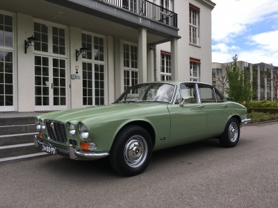 1970-jaguar-xj6-xj-6-serie-1-willow-green-beige-4.2-concours-e-type-center-01.JPG