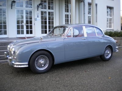 jaguar-mkii-3-8-manual-dove-grey-classic.JPG
